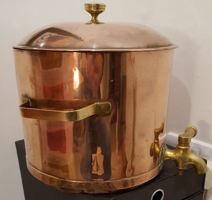 Victorian heavy gauge copper water urn - has Brass tap with FYFFES DUBLIN on top #madeforFYFFES
