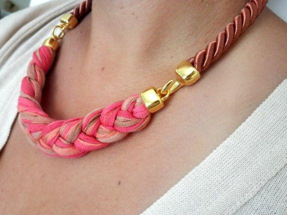 collar de cuerda en coral marrón rosados y por beYOUtifulhandmade