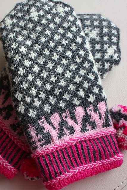 Free Squirrelly Swedish Mittens pattern by Elli Stubenrauch knit by Wenja