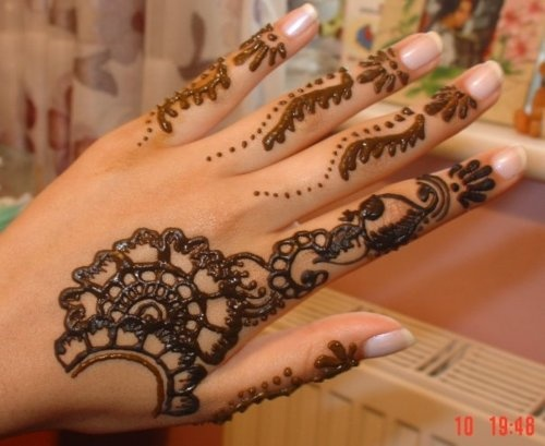 80  Beautiful and Simple Mehndi Designs for an ultimate festive look
