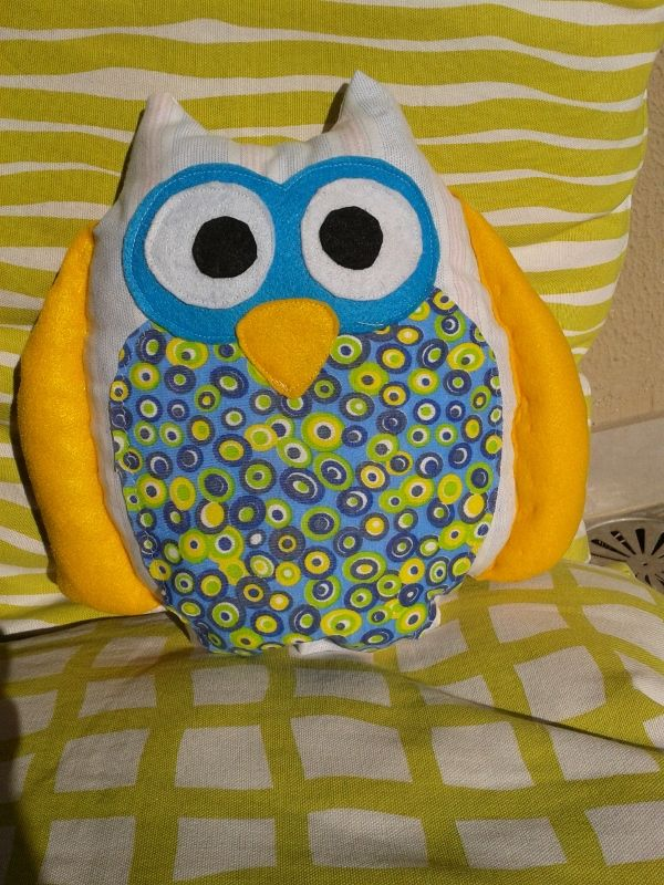 pilllow owl with cotton fabric and felt. size 26cm X 29cm