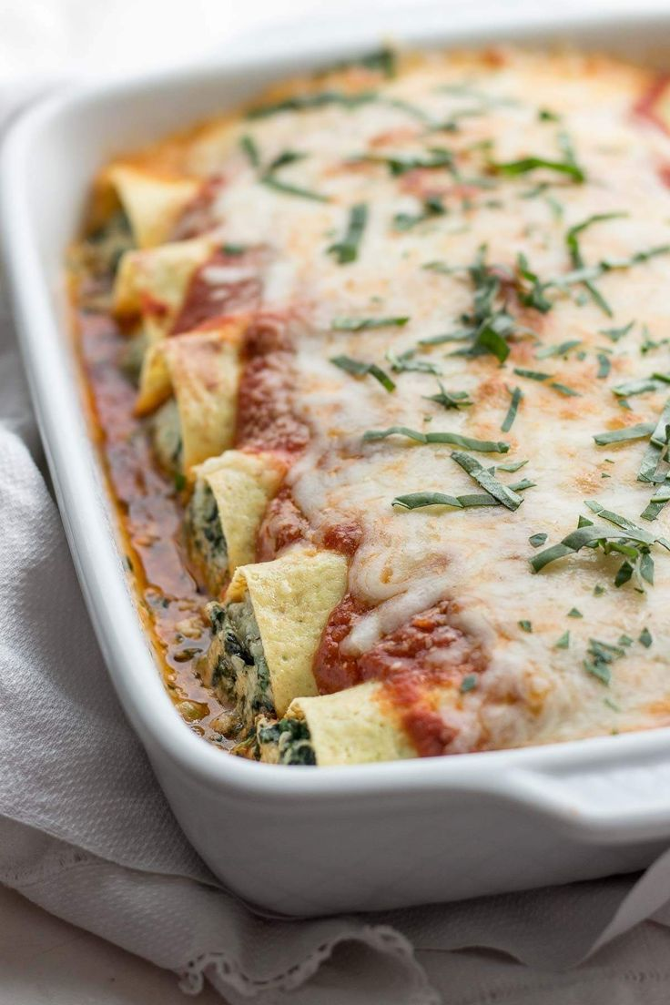 """Low carb spinach manicotti stuffed with spinach and ricotta cheese & use low carb crepes as the """"noodle"""" making them a great low carb pasta option! This comfort food dinner recipe is also vegetarian."""