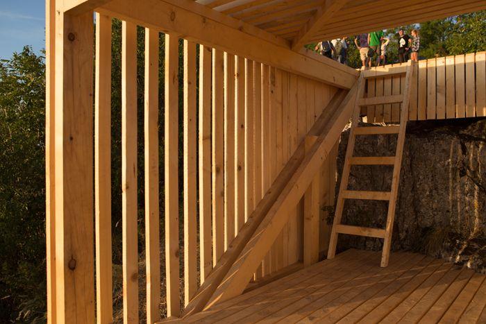 Structurile din lemn rezultate în urma workshop ului Camposaz dau mai multă viață urbană Brașovului