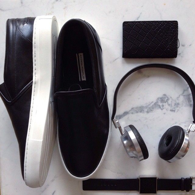 Siyahın gücü / Power of black #shopigo #qlocktwo #andreapompilio #aedle #krisvanassche #shopping #shoponline #shopnow #shoes #headphones #cardcase #watch #power #black #menswear #masculine #shoponline #shopping #accessory