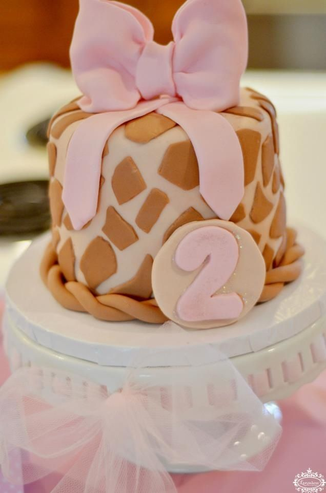 Giraffe birthday cake