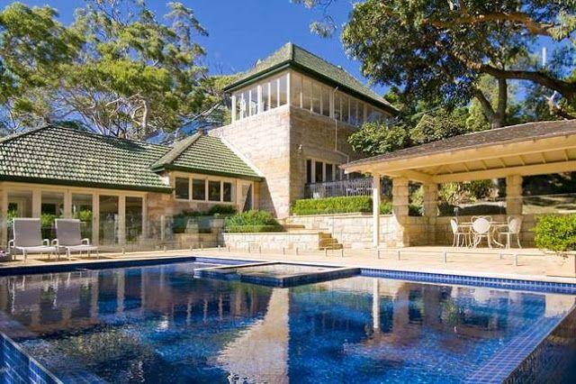 Gorgeous Beach House Made of Sydney Sandstone