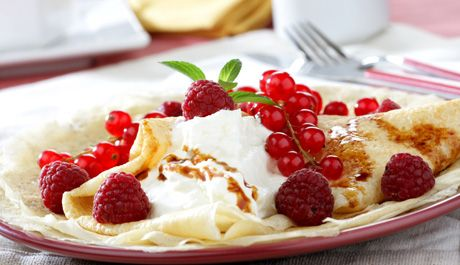 Pannenkoeken met verse kaas en fruit - ideaal als snack na het sporten