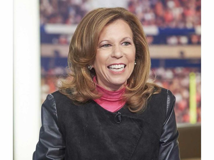 "A woman who went from intern to NFL exec shares her best negotiating advice  In most truly effective negotiations, no one should come out a ""winner"" or a ""loser.""   That's according to Amy Trask, CBS Sports analyst and author of "" You Negotiate Like a Girl: Reflections on a Career in the National Football League ."" The former NFL exec argues that the best negotiations feel a lot more like collaborations.   ""People in business say, 'Let's sit across the table from one another and ne.."