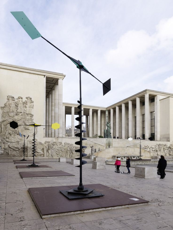 """Takis """" Aeolians and Spirals"""" in front of Palais de Tokyo. Photo André Morin"""