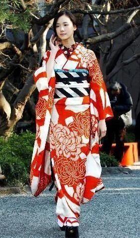 画像:蒼井優 古典的な柄を着こなす | モダンでおしゃれ♥蒼井優の着物コーディネート&髪型集【成人式/結婚式/お出かけにも】の11枚目 | LAUGHY [ラフィ]