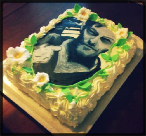 An entire cake for Daryl Dixon because he is BY FAR the best character and deserves to be devoured on a cake. #TWD #zombies