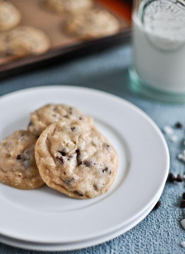 Coconut chocolate chip cookies!: Buy Coconut, Coconut Oilguess, Chocolate Chips, Coconut Oil Chocolates, Minis Dog Qu, Chocolates Chips Cookies, Minis Coconut, Favorite Recipe, Coconut Chocolates