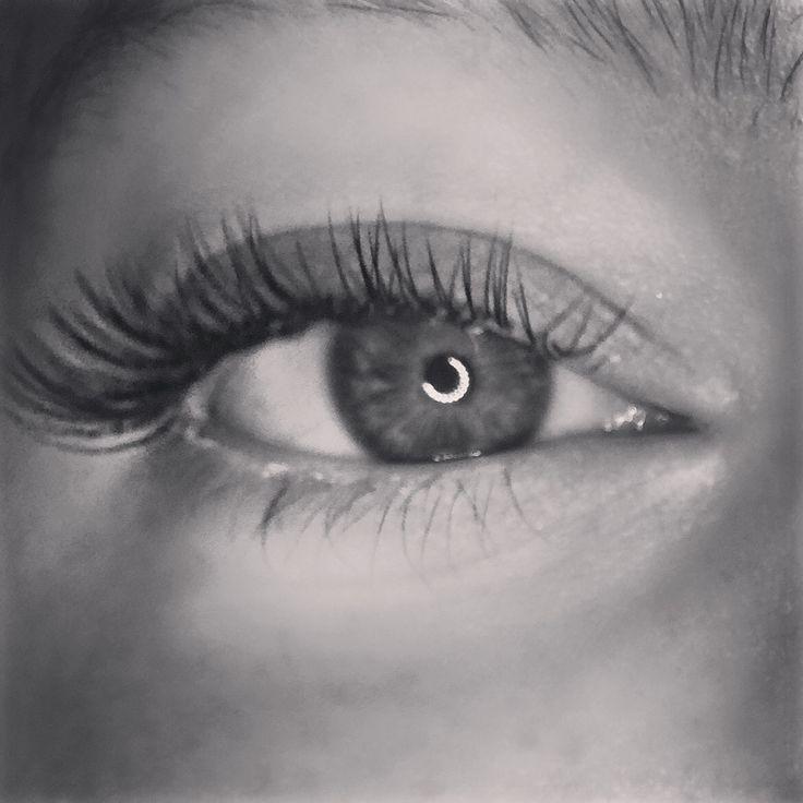 Single eyelash extentions