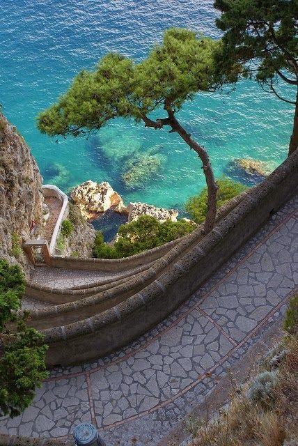 Włochy, Capri. Przepiękna czysta niebieska woda, cudowne widoki. Capri, Italy