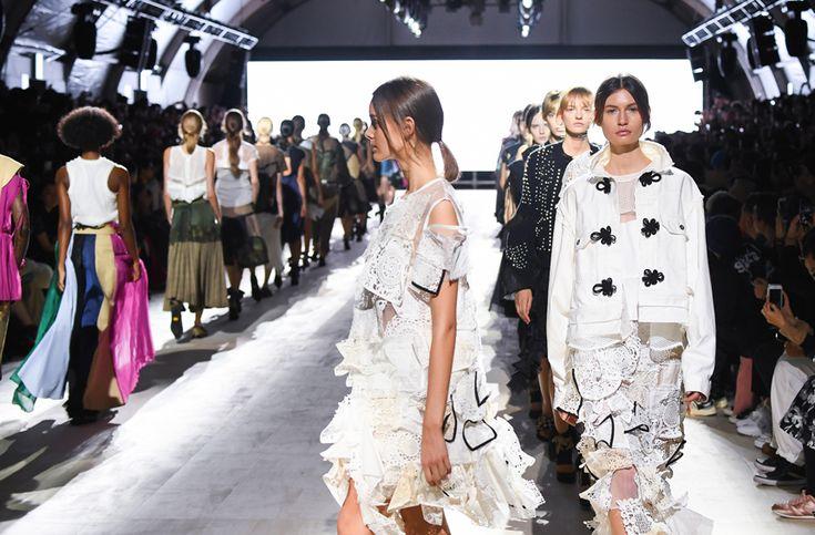 【Amazon Fashion Week TOKYO 2018SS】  先週10月16日〜22日まで開催された、アジア最大級のファッションイベント「AmazonFWT」。 装苑ONLINEでは、公式TwitterとInstagramにて速報をアップしていましたが、サイトにも最新コレクションの全ルックとブランド解説を随時アップしていきます☝️解説は、ファッションジャーナリストの清水早苗さんです。  写真は、「sacai / UNDERCOVER」2018 S/Sのショーより、sacaiのフィナーレのシーン。  http://soen.tokyo/fashion/collection/  Twitter https://twitter.com/fashionjp  Instagram https://www.instagram.com/soenonline/
