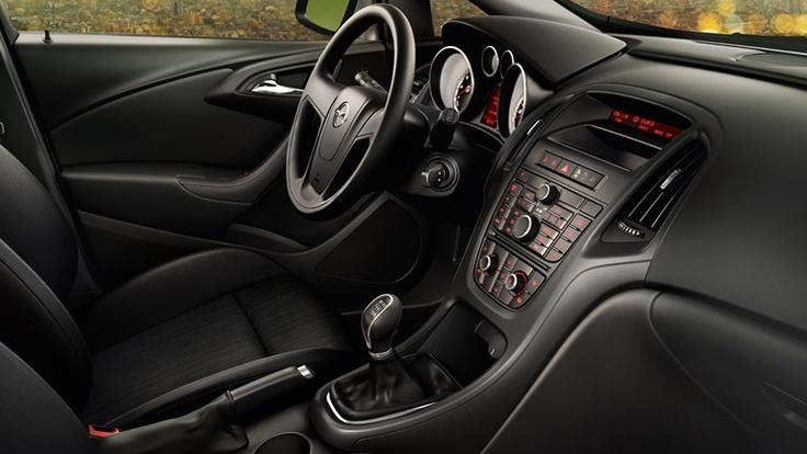 Seguridad. Barras Laterales en Puertas - Cinturones de Seguridad de Tres puntas - Control electrónico de estabilidad - Doble Airbag Frontal  Doble Airbag Lateral  Frenos ABS con EBD en las 4 ruedas