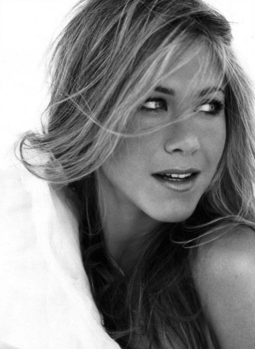 Black and white celebrity photographs jennifer aniston for Black and white pictures of celebrities
