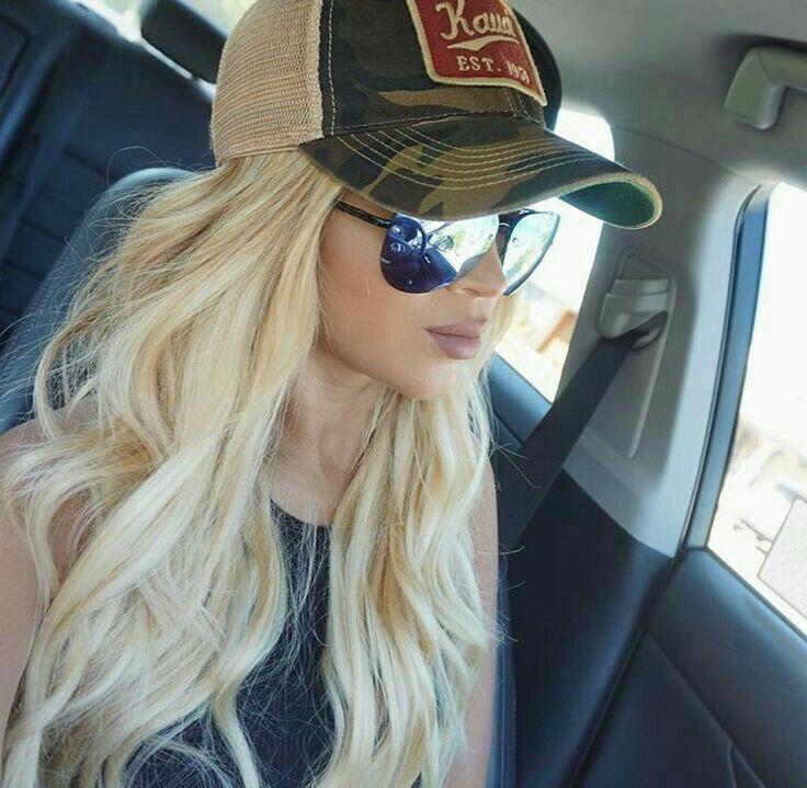 Блондинки в кепках, видео подсмотренное голые девки