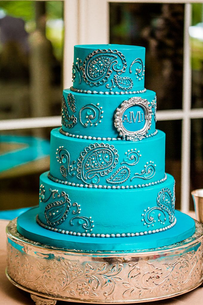 i love the idea of a paisley design wedding cake.. just make it more rustic.. make the cake white with paisley designs and add burlap or lace or something