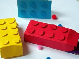 Fabriquer des boîtes ainsi qu'une carte Légo . - par anniecartonne