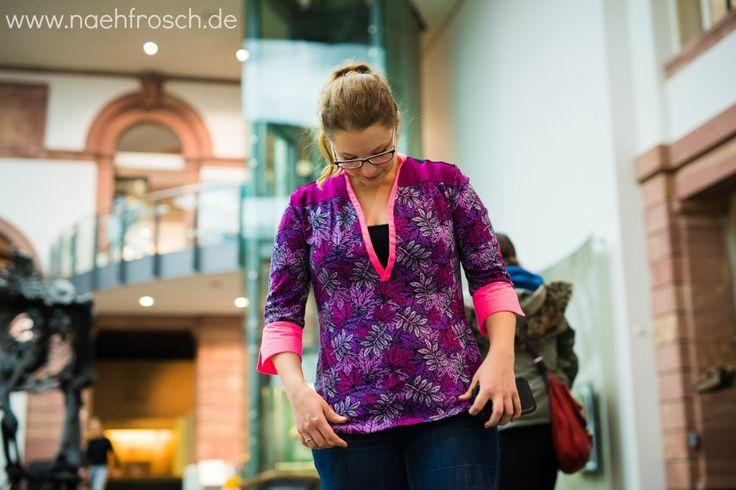 Nähfrosch Nähen Schnittmuster Blusenshirt Jersey von Lillesol und Pelle Stoff Interlock Blätterrausch in pink und lila von Astrokatze nach Design von Aleksio