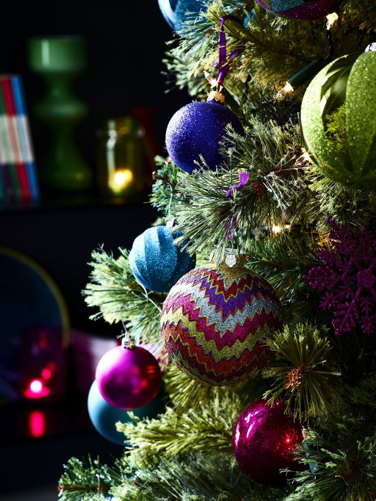 Superb Christmas Tree Mixture Part - 11: Plain Baubles In A Mixture Of Colours Will Create A Fabulous Statement On  Your Tree.
