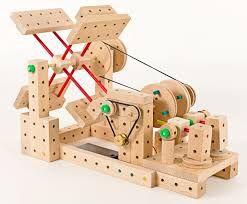 Qué se puede construir con matador? Matador es una marca de juguetes de construcción por conexiones de madera. Podemos construir coches, aviones, casa, maquinaria, molinos, grúas....a partir de 3 años elige tu kit http://www.hullitoys.com/47_matador