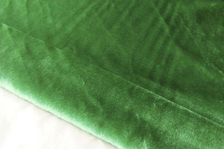 Tejido de pelo verde de carnaval con caída, suave y agradable. Disponible en varios colores. Ideal para disfraces de gorila, conejo, perro o para confección de cuellos..#pelo #corto #colores #caído #suave #agradable #confección #cuellos #mangas #disfraces #carnaval #oso #perro #conejo #tela #telas #tejido #tejidos #textil #telasseñora #telasniños #comprar #online #comprartelas #compraronline