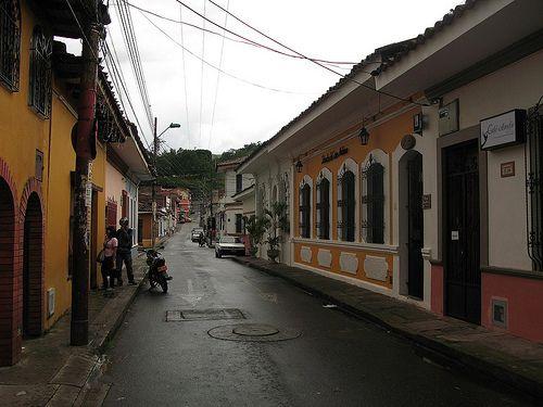 Las calles de San Antonio con su tradicional y colonial arquitectura