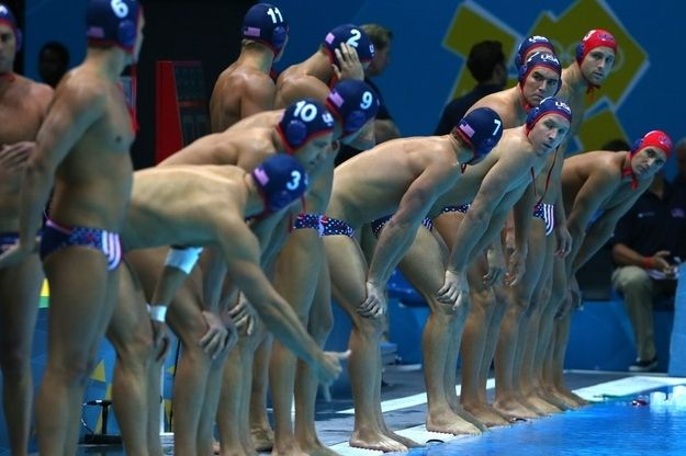 The moment right before the teams jump into the water.
