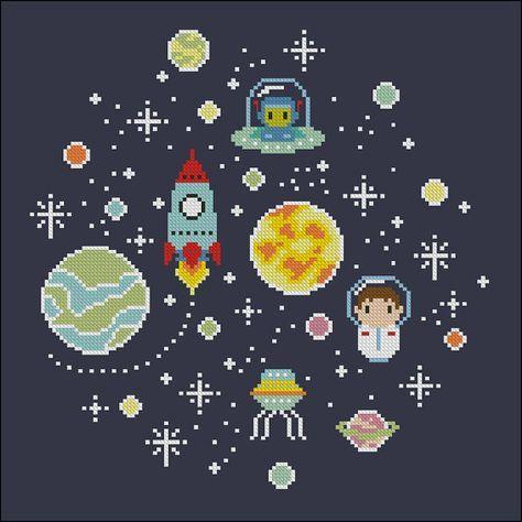 Este patrón de punto de Cruz lindo poco está especialmente diseñado para niños de los amantes del espacio, o para adultos a los niños! Astronautas,