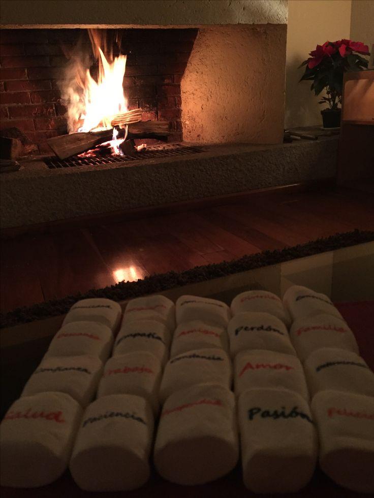 Empezando el año compartiendo deseos y buenos propósitos con malvaviscos impresos para asar en la chimenea!   Malvaviscos impresos  $8.50 c/u  15% descuento pago en efectivo   #malvaviscos #impresos #añonuevo #propósitos #deseos #chimenea #compartir  via @RiplApp