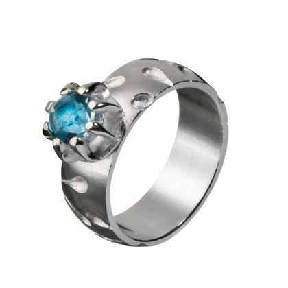Kalevala Koru / Kalevala Jewelry / Anna-sormus / ANNA RING / Designer: Kirsti Doukas / Material: silver and topaz also available with smoky quartz or garnet stone