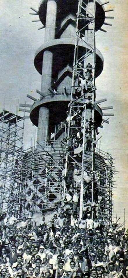 أثناء بناء برج القاهرة