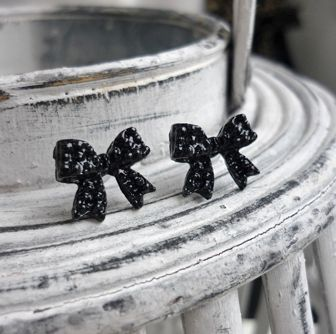 Black Bow Earrings studs - Strik oorbellen zwart - koop online op shoplikesuze.nl