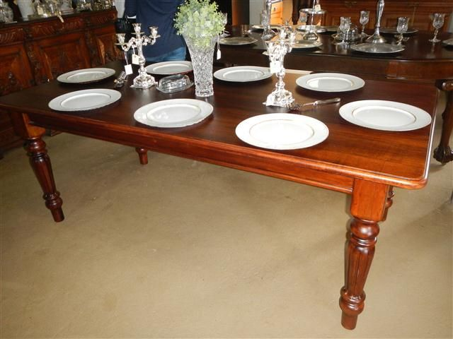 8 Seater Mahogany Dinning room Table. R7200