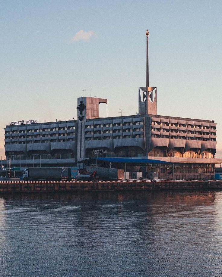 снизу фото здание морского вокзала спб якутии принос запрещен
