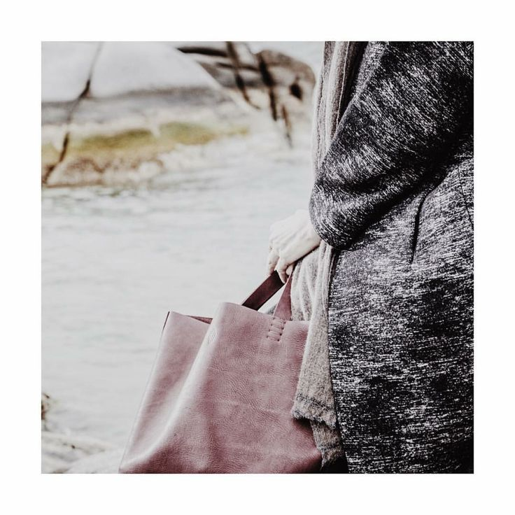 b a g the basket bag in wine is entirerly hand stitched&cut without using any machines @c.drazos @petitemaisonchristiane  #handmade #handcrafted #artist #stitch #art #artist #design #dutchdesign #fashion#fashionista #luxury #bespoke #piece #custombag #photography