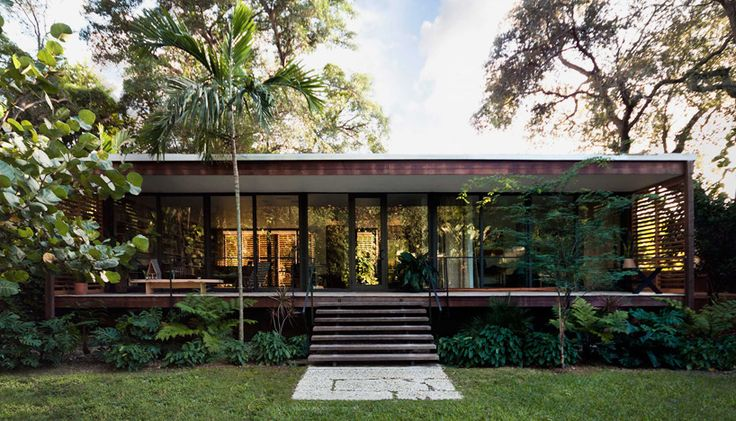 brillhart house in miami references florida's vernacular architecture photo by stefani fachini all images courtesy of brillhart architecture. Via: Designboom.com