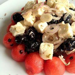 L'insolita insalata greca con feta, anguria, rossa di Tropea e olive Kalamata #italianfood #italianrecipes