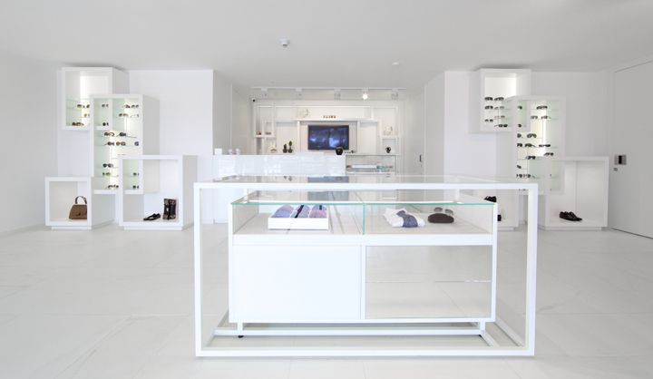 Emporium concept store by Garde, Baku – Azerbaijan . The Japanese architectural firm Garde has transformed a 2500m2 three-storey shop into a genuine work of art, combining completely different styles in the one space: avant-garde, eclectic, minimalist and ethnic.