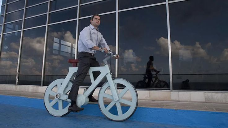 Israeli inventor Izhar Gafni has come up with a cardboard bicycle that's waterproof, durable and costs less than £10 to produce.  Movie by Giora Kariv. LA BICICLETA DEL FUTURO BV6 HECHA DE CARTON ► https://www.facebook.com/nortedigital.mx/videos/10153997605104614/ Izhar Gafni created bike bv6 cardboard bicycling