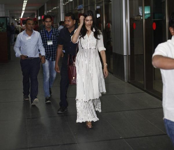 Deepika Padukone lands in Ahmedabad for Piku | PINKVILLA