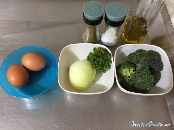 80 Gramos de Brócoli  1 Unidades de Cebolla blanca  1 Unidades de Huevo  1 Unidades de Clara de Huevo  1 Pizca de Perejil  30 Mililitros de Aceite de oliva  1 Pizca de Sal  1 Pizca de Pimienta