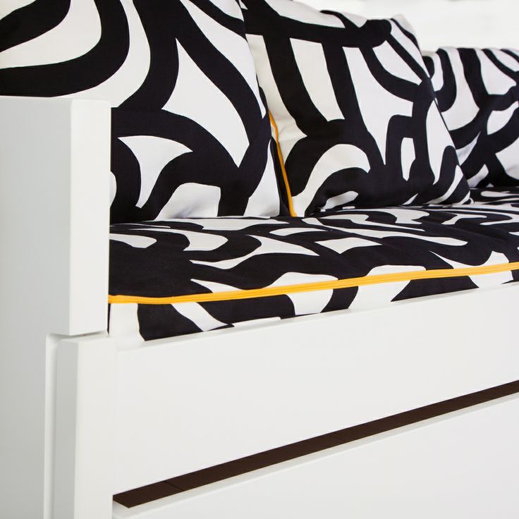 AVA Bed cover changes your bed into a stylish sofa in seconds.