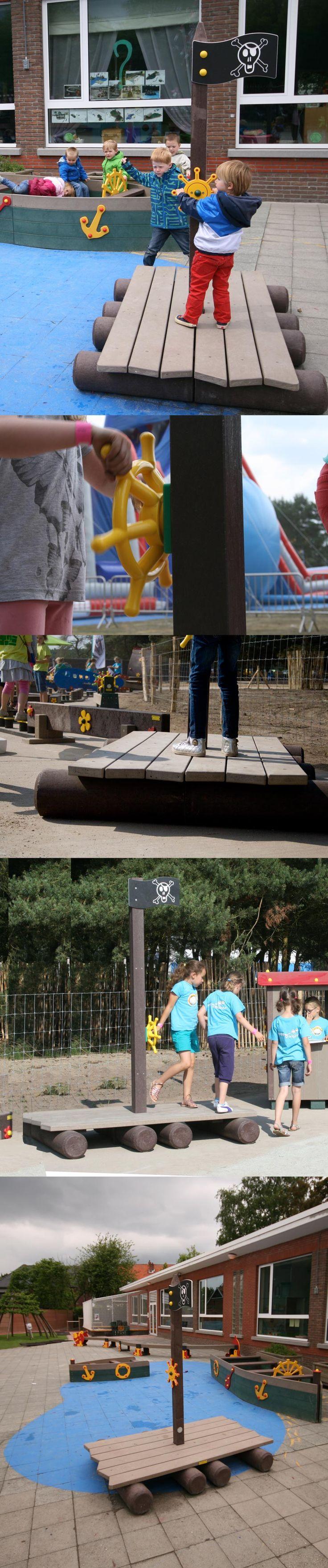 Vlot GP30, verplaatsbaar, gekeurd en met attest, mag gewoon op de stenen staan ( geen valdempende laag. Helemaal gemaakt van gerecycleerd plastic => rotvrij. Radeau pur cour de récréation ( école maternelle) voir http://www.govaplast.com