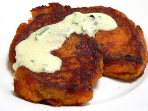 Sweet potato cakes with yogurt sauce | food I want to try!! | Pintere ...