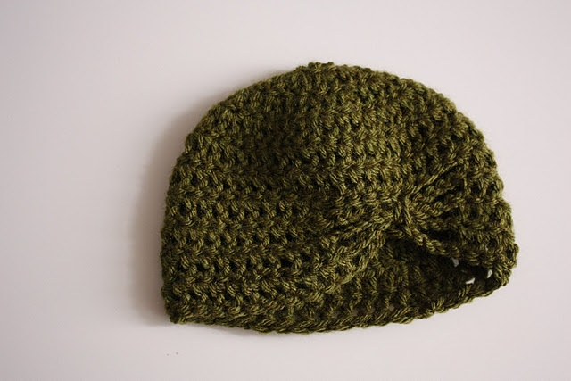 Knitted bow baby beanie Knitted hats Pinterest Free ...