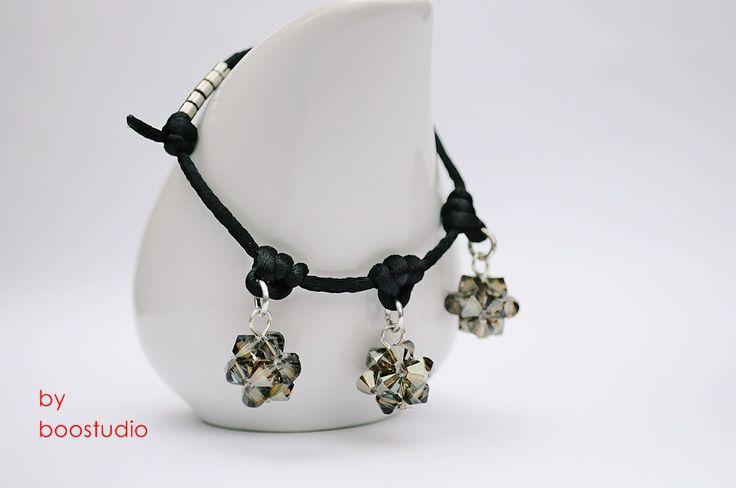 Satin cord bracelet - bransoletka wykonana z czarnej satyny i ozdobiona trzema kulkami wykonanymi z kryształków SWAROVSKIEGO - BICONE - CRYSTAL BRONZE SHADE. Dodatkową ozdobę stanowią japońskie koraliki MIYUKI www.facebook.com/BooStudioHandMade