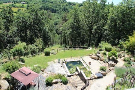 Regardez ce logement incroyable sur Airbnb : Gite Zen cosy avec jacuzzi, relaxation, détente... - Cabanes à louer à Rouffignac-Saint-Cernin-de-Reilhac
